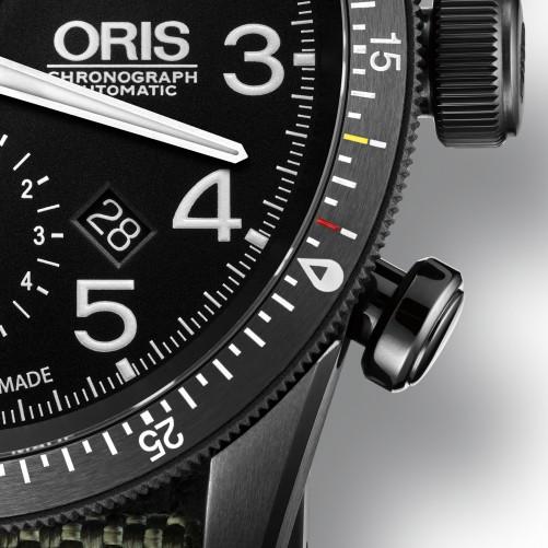 Die Oris Paradropper LT Staffel 7 Limited Edition hat eine beidseitig drehbare Lünette mit speziellen Markierungen für die Piloten zur Berechnung von Absprungzeiten