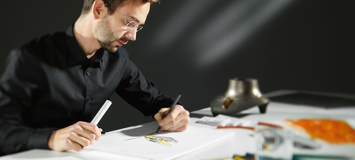 Andreas Ableitner entwirft ein neues Schmuckstück seiner Linie it´s jewel art