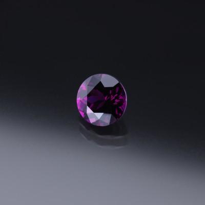 Feiner Granat in der Farbe Royal Purple mit 3,75 ct.