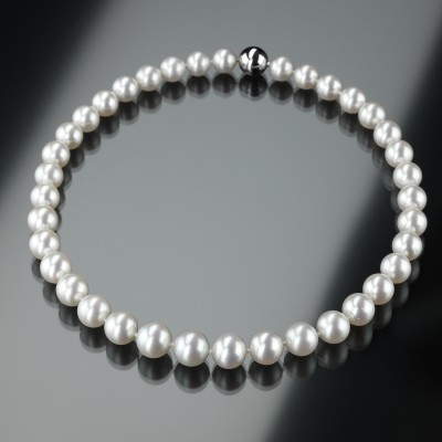 Feine weiße Südsee-Zucht-Perlenkette | 13,9 auf 11 mm im Verlauf