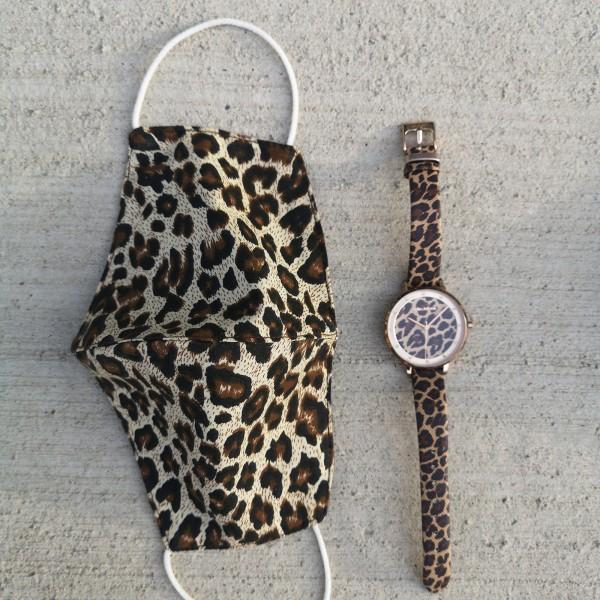 Kombination aus Schutzmaske und Armbanduhr