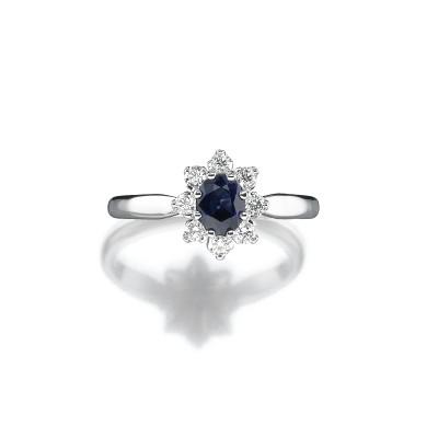 Zeitloser Ring mit Blausaphir, Royaler Stil
